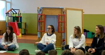 Estagiárias da ESEPF dramatizando um conto