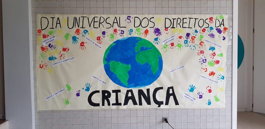 Cartaz alusivo aos dia universal dos direitos da criança