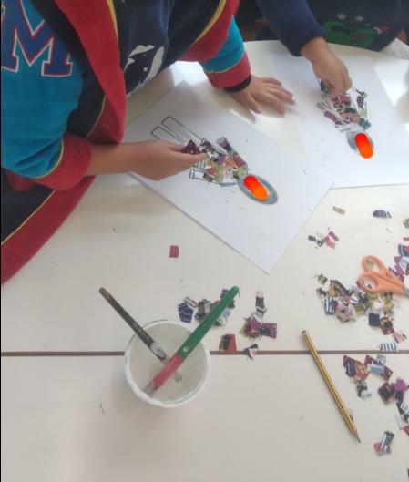 Crianças fazendo colagens
